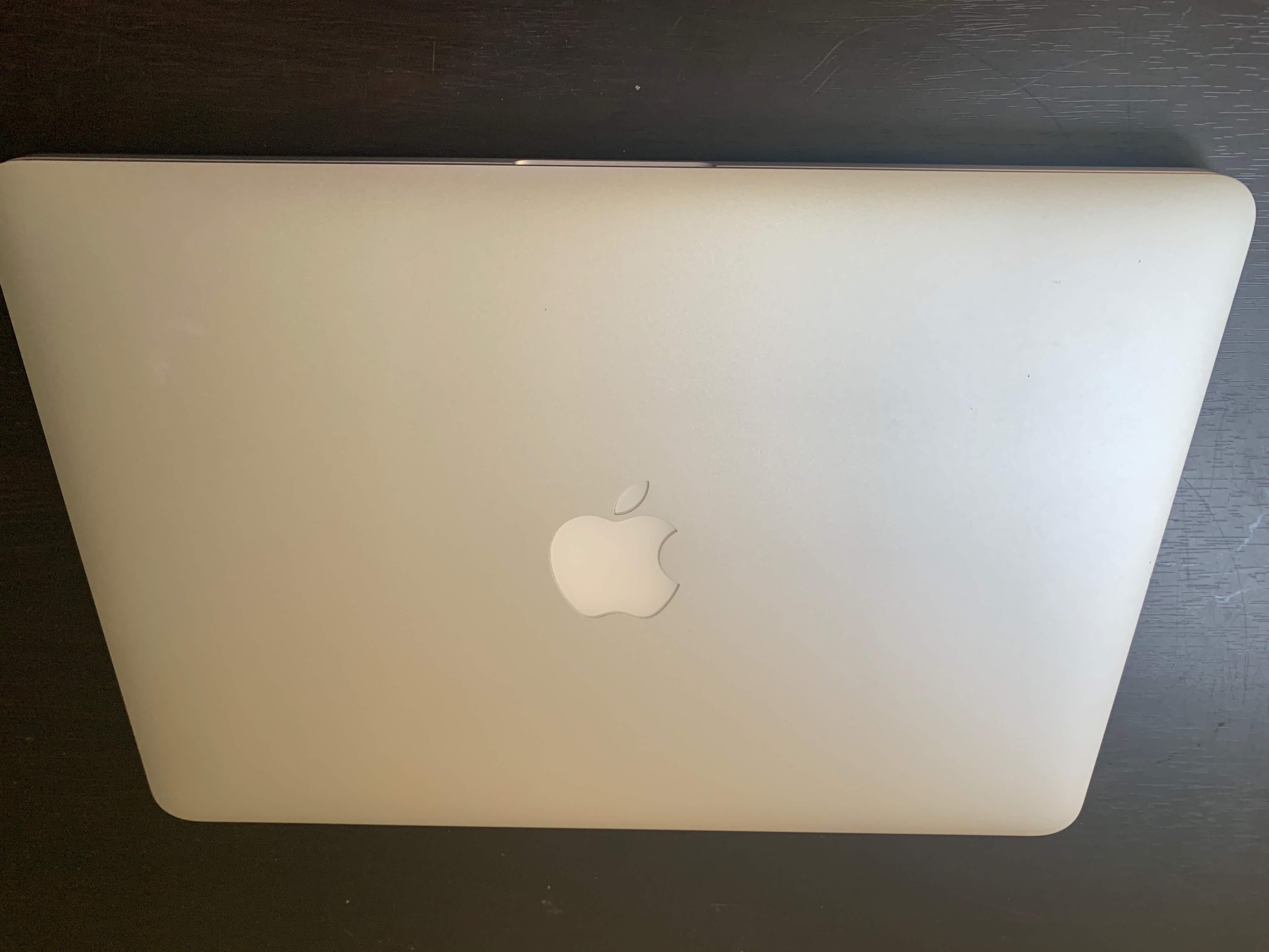 MacBook Proの液晶にコーティング剥がれ発見!!ソフマップの保証で無償で液晶交換なるか?