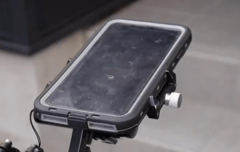 iPhone 11の防水ケースとそのケースを固定できるスマホホルダーを購入。ロードバイクの雨天ライド時に便利!!【レビュー】