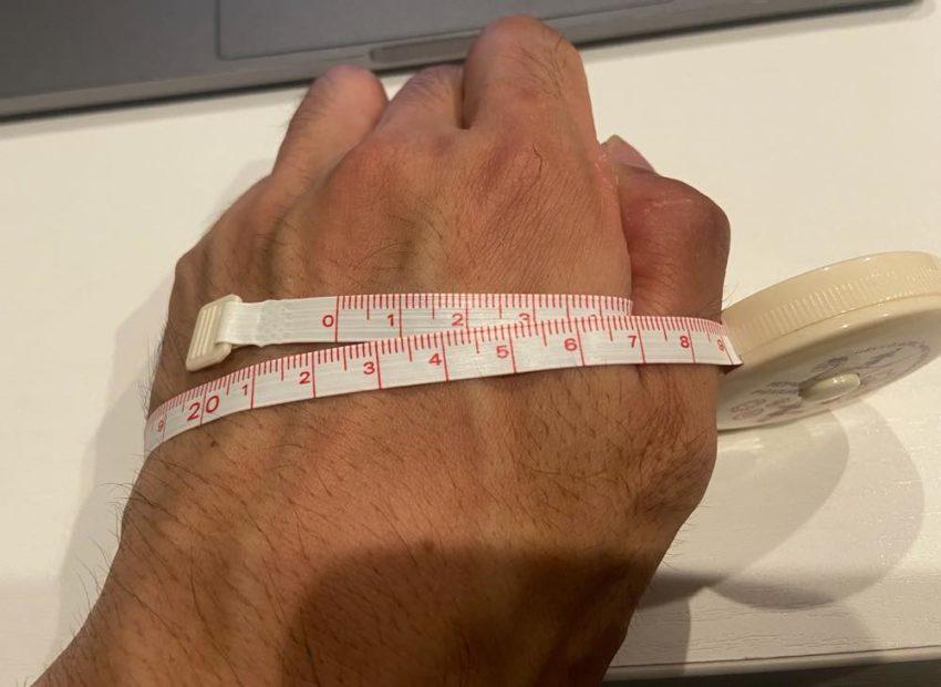 手の周りを計測